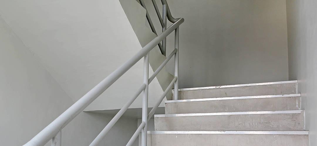 Streitthema Treppenhaus – Was Sie im Hausflur beachten sollten