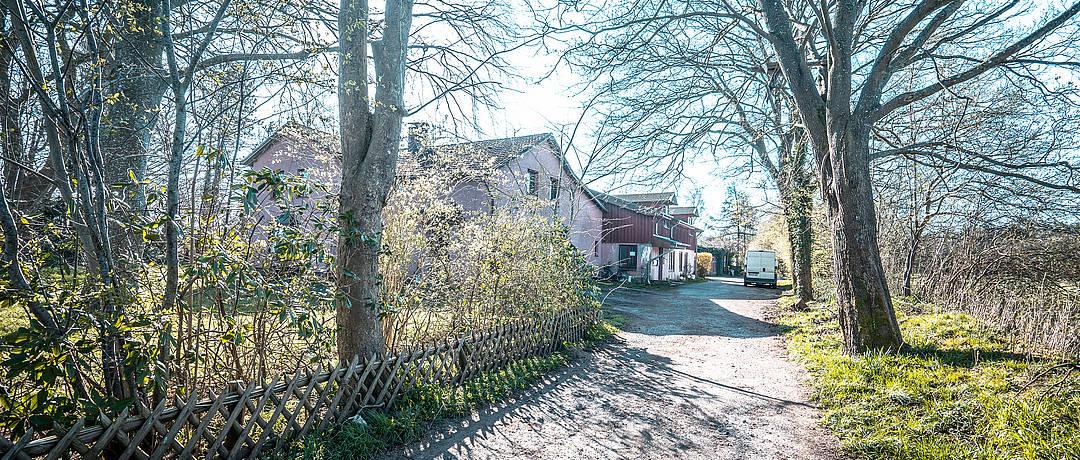 Vorschaubild der Immobilie: Handwerkertraum | Teilsaniertes Mehrfamilienhaus mit Potenzial und großem Grundstück zum Faktor 14,04