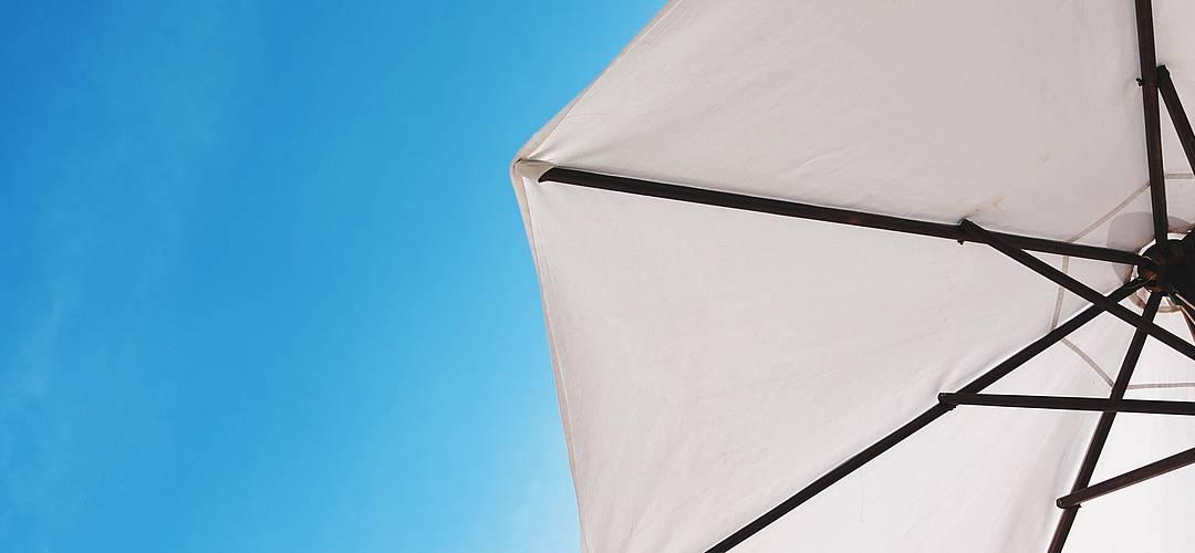 Sonnenschutz – So schaffen Sie Schatten auf Terrasse und Balkon